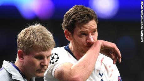 Jan Vertonghen was initially given the all-clear to continue playing, before being helped off the field just moments later.