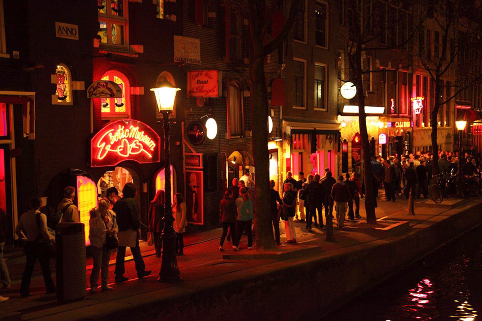 Amsterdam's red-light district: What it's like to live there | CNN ...