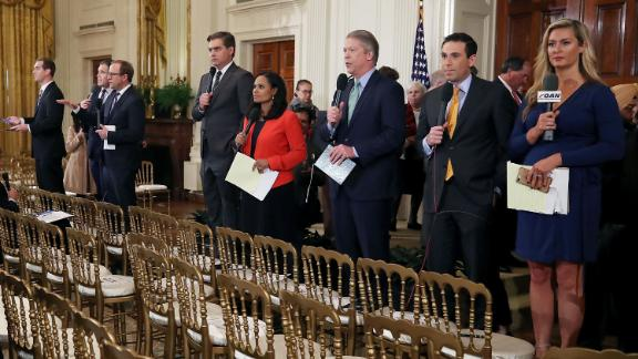 White House television correspondents report after U.S. President Donald Trump gave a press conference a day after the midterm elections on November 7, 2018 in the East Room of the White House in Washington, DC. Republicans kept the Senate majority but lost control of the House to the Democrats.