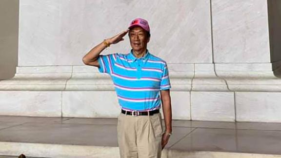 Terry Gou salutes in front of a statue of former US President Abraham Lincoln in Washington.