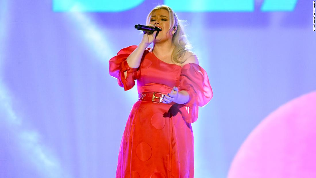 Kelly Clarkson did a cover of the Fred Rogers classic 'Won't You Be My Neighbor?'