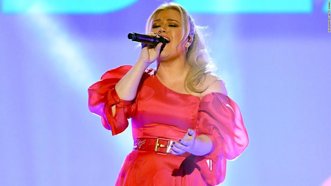 Kelly Clarkson έκανε μια διασκευή του Fred Rogers κλασικό