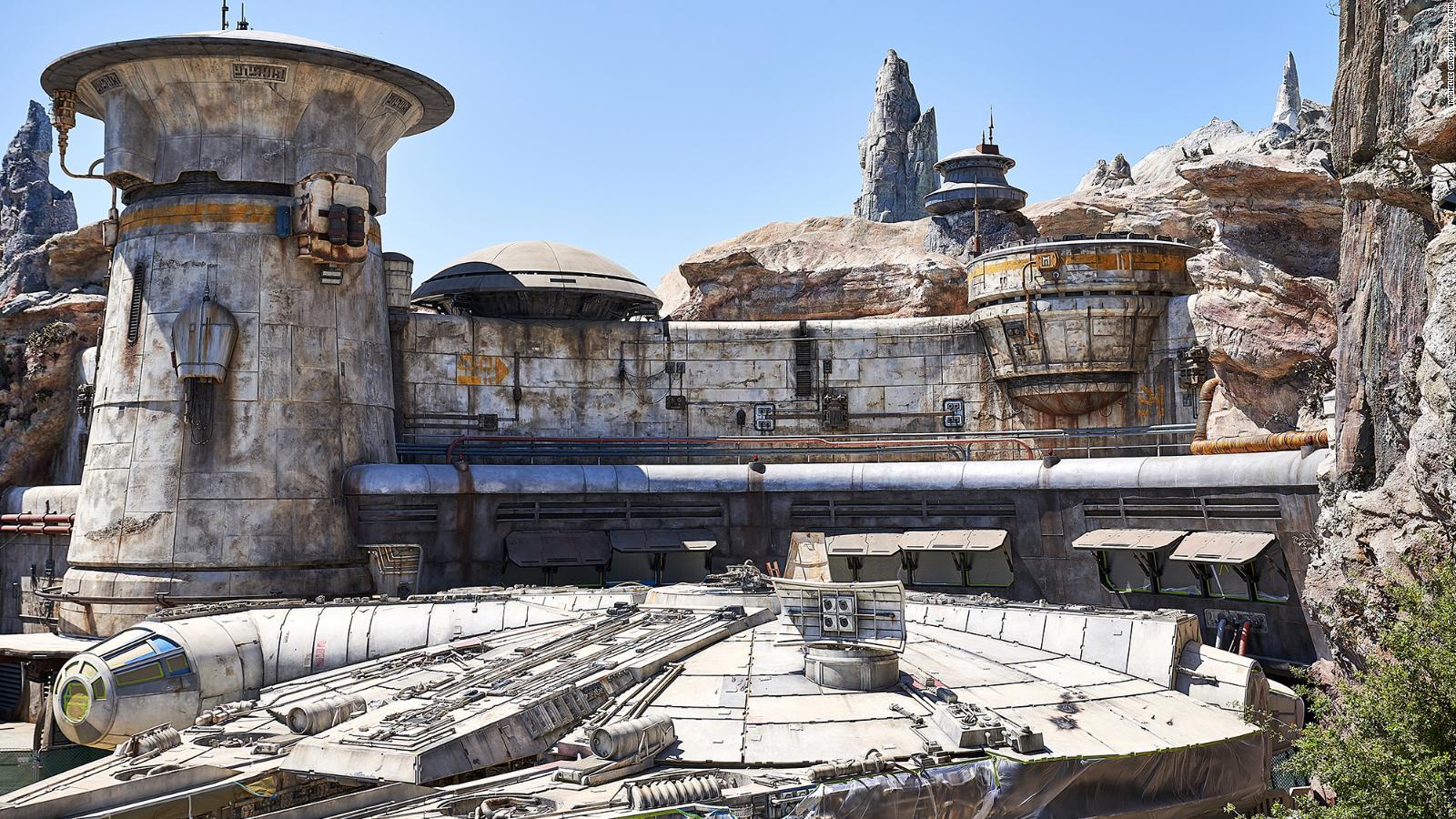 Get A First Look Inside Disney S New Star Wars Land Cnn Video