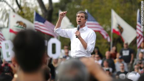 U.S. Democratic presidential candidate Beto O'Rourke speaks at a rally in Los Angeles, California, U.S., April 27, 2019. REUTERS/Lucy Nicholson