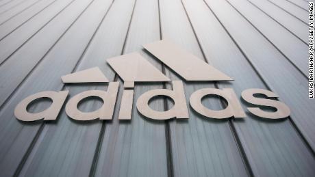 Desanimarse blanco como la nieve Terminología  Adidas: acción aumenta 9% por reporte del 1T del 2019 - CNN Video