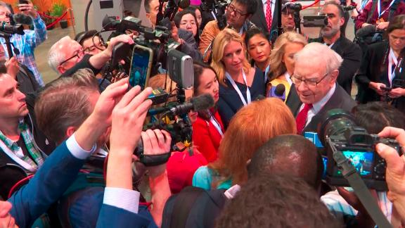 Warren Buffett working the room and the annual shareholders meeting of Berkshire Hathaway