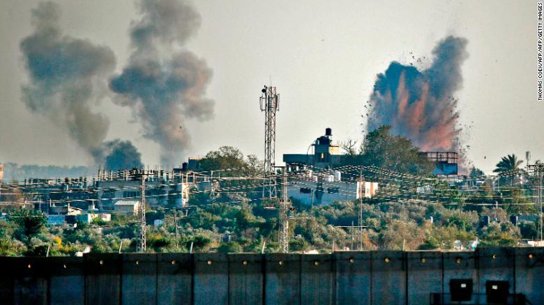 Terroristas do Hamas bombardearam Israel com 200 mísseis nesse sábado. Sistema de alerta de ataques disparou mensagens para todo o país.