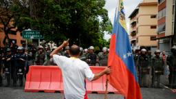 7 people die in military helicopter crash in Venezuela