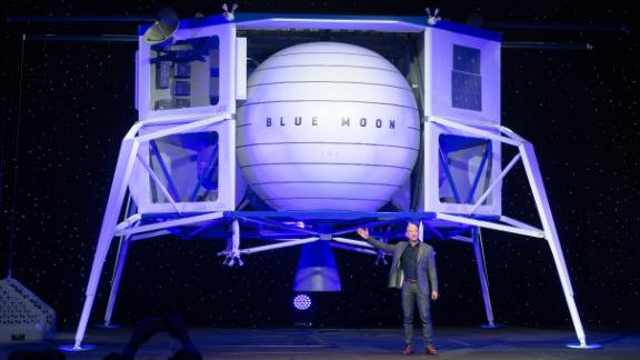 Amazon CEO Jeff Bezos announces Blue Moon, a lunar landing vehicle for the Moon, during a Blue Origin event in Washington, DC, May 9, 2019. (Photo by SAUL LOEB / AFP)        (Photo credit should read SAUL LOEB/AFP/Getty Images)