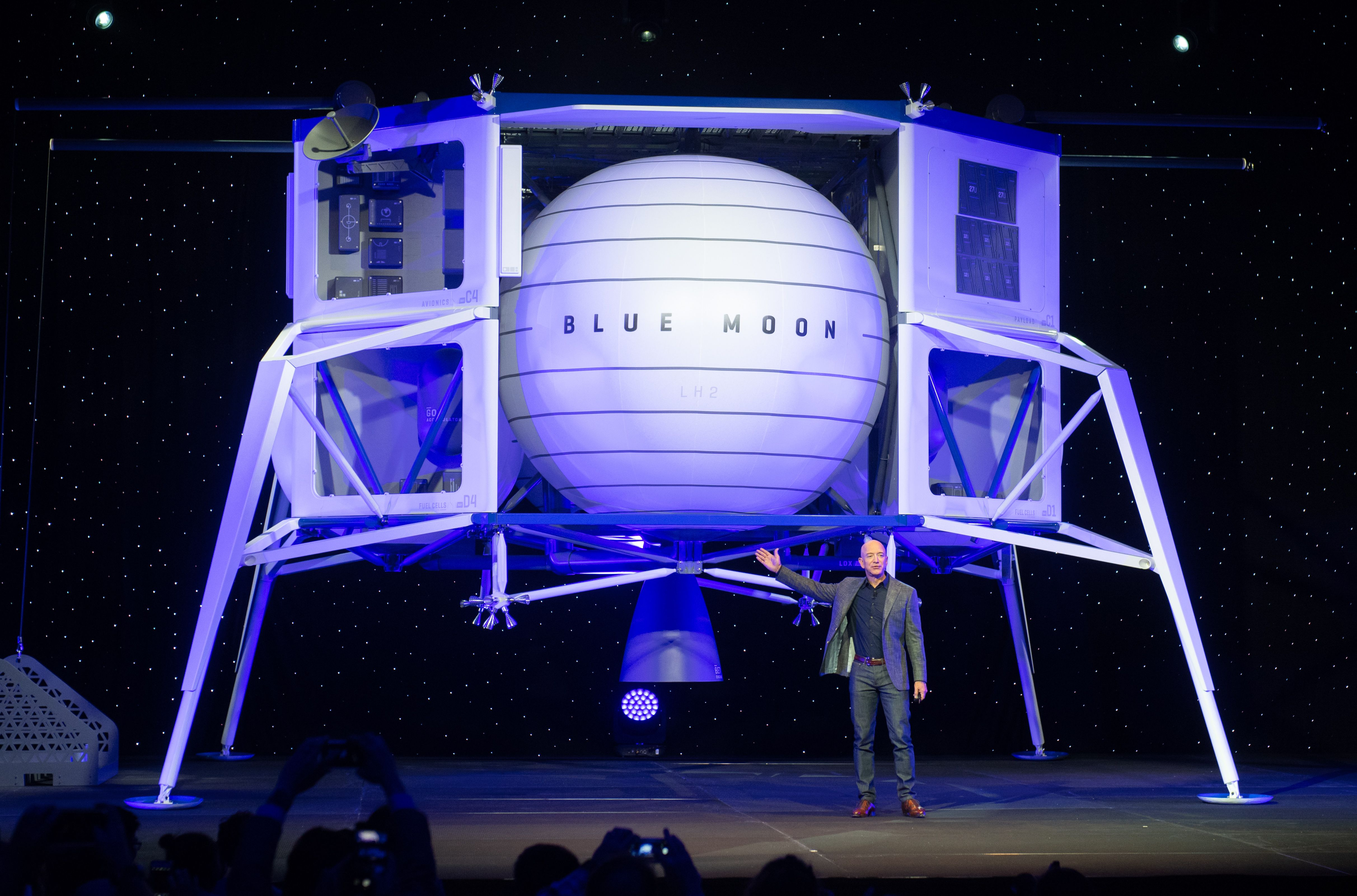 Spacex And Blue Origin Among Companies Selected To Build Nasa Moon Landers Cnn