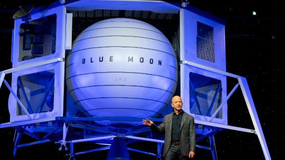 Today in Washington, D.C., Jeff Bezos unveiled a Blue Origin prototype of a lunar lander named Blue Moon and vowed to send humans into space by the end of the year on one of the Blue Origin rockets.  Photographer: Melissa Lyttle/CNN