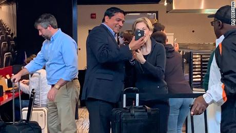 Elizabeth Warren at Reagan National Airport in Washington, DC, May 9, 2019. (MJ Lee/CNN)