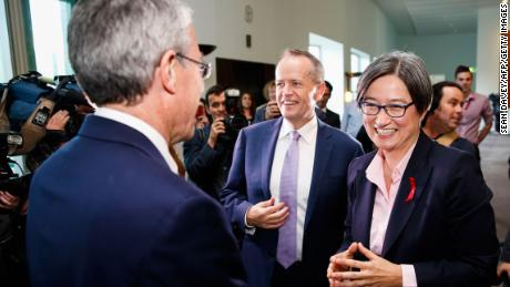 Labor Senator Penny Wong (R) and Labor opposition leader Bill Shorten (C) celebrate after parliament passed the same-sex marraige bill on December 7, 2017.