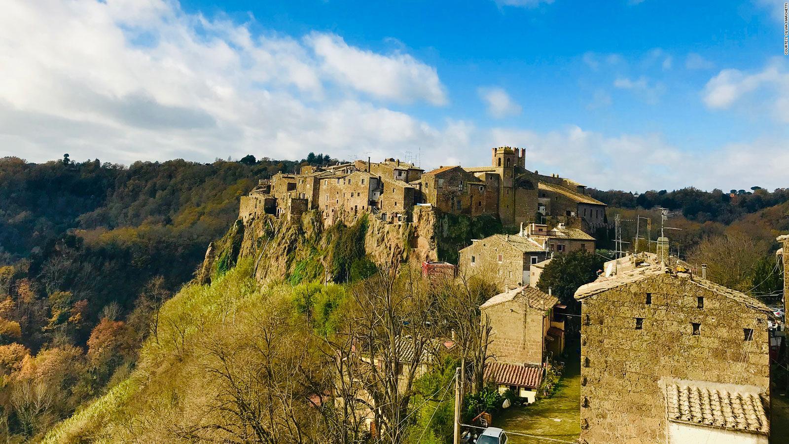 20 Beatufiul Italian Villages To Visit Cnn Travel