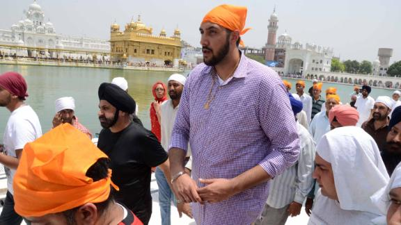 Sim Bhullar pays his respects at the The Golden Temple in Amritsar, India, on May 5, 2015.