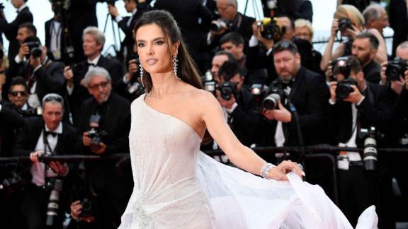 Brazilian model Alessandra Ambrosio wore British couturiers Ralph & Russo.