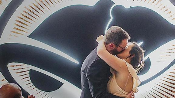 An image from Taco Bell's wedding site advertising their services depicts a couple getting married.