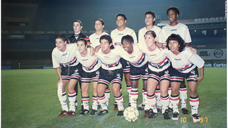 Sissi (squatting, first from left to right) with her São Paulo Futebol Clube women's team in 1997. This picture is from the Brazilian Football Museum archives.