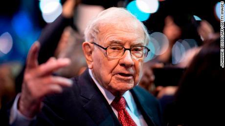 Warren Buffetts Berkshire Hathaway made only $ 900 million on Amazon