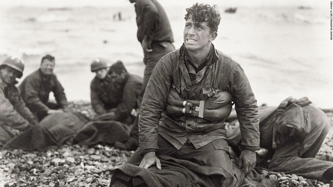 These US soldiers reached Omaha Beach by using a life raft.