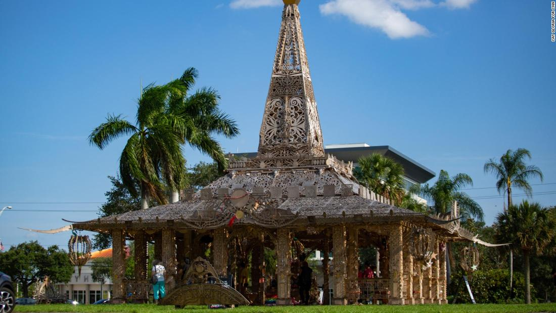 An artist built a temple to help people heal after the Parkland school shooting. He's now going to set it on fire