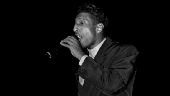 Melvin Edmonds performs with After 7 at the New Regal Theater in Chicago in 1989.
