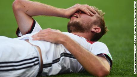 RIO DE JANEIRO, BRAZIL - JULY 13:  Christoph Kramer of Germany lies on the pitch after a collision during the 2014 FIFA World Cup Brazil Final match between Germany and Argentina at Maracana on July 13, 2014 in Rio de Janeiro, Brazil.  (Photo by Laurence Griffiths/Getty Images)