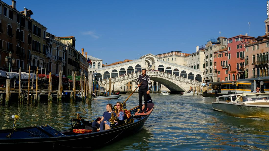 Naked Tourists Arrested in Venice Canal   Best Travel Tale