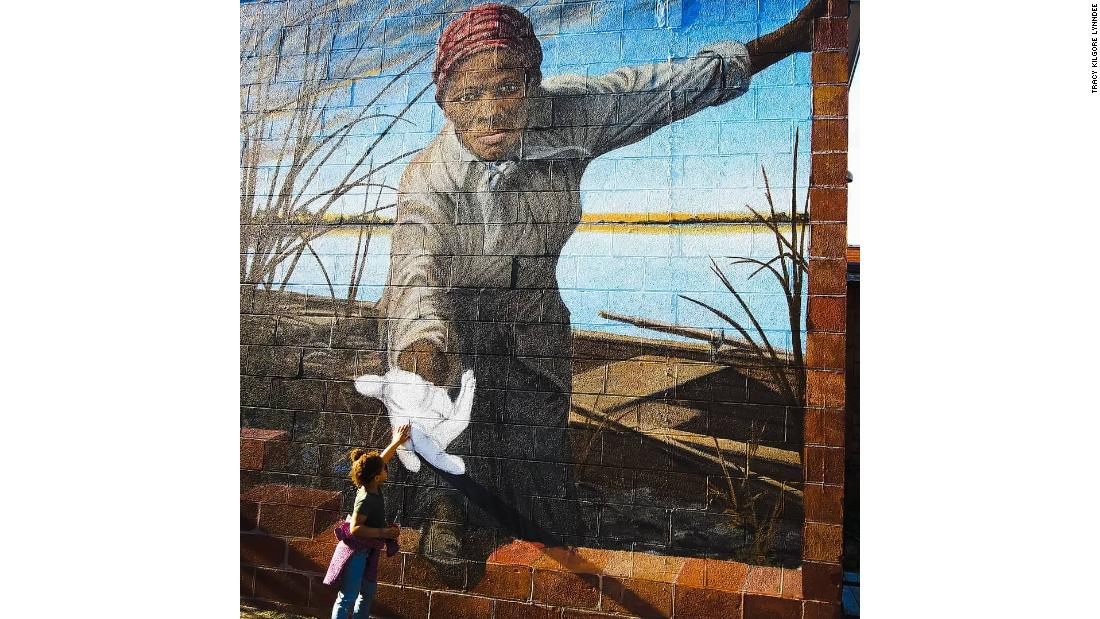 The story behind the photo of a 3-year-old reaching out to Harriet Tubman