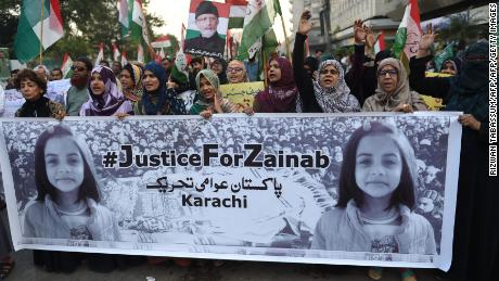 Supporters of Pakistan Awami Tehreek chant slogans during a protest after a child was raped and murdered in Karachi on January 13, 2018.
