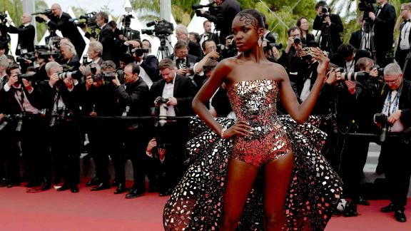"""Ahead of the """"Once Upon a Time... in Hollywood"""" screening, British model Leomie Anderson strikes a pose in a mirror-embellished Rami Kadi gown."""
