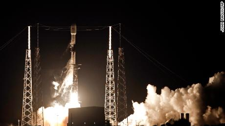 SpaceX launches first rate of 60 internet satellites in landmark service