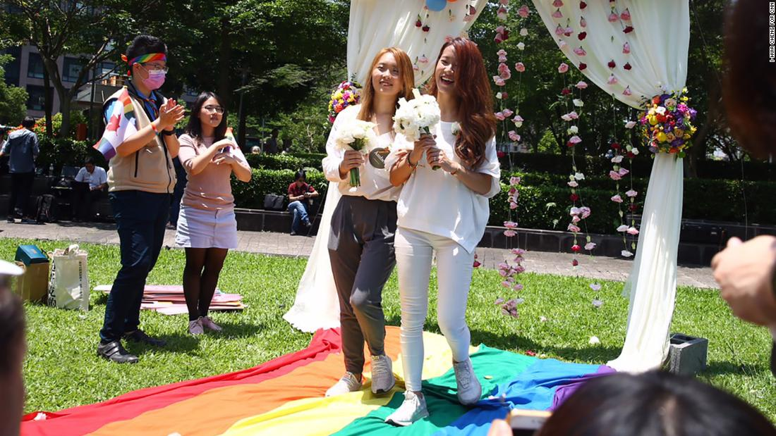 After years of fierce debate, Taiwan celebrates the first same-sex weddings in Asia