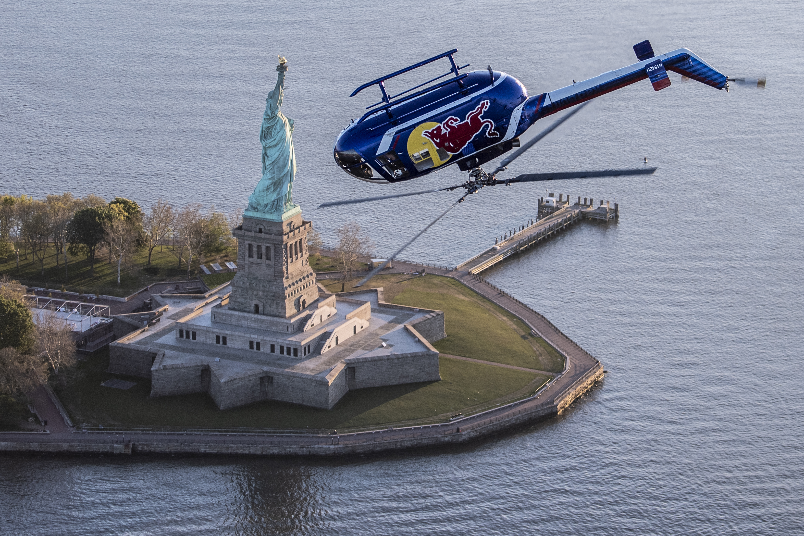 Watch this helicopter fly upside down over Manhattan
