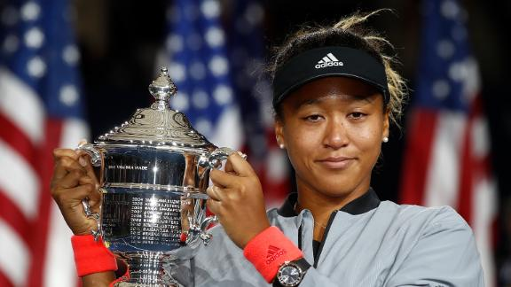 NEW YORK, NY - SEPTEMBER 08:  Naomi Osaka of Japan poses with the championship trophy after winning the Women