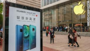 Huawei CEO says China shouldn't punish Apple