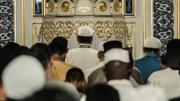 Worshipers perform the last Tarawih prayer of Ramadan in Washington on June 13, 2018.