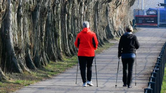 21 January 2019, Berlin: Women Nordic Walking in the Rummelsburger Bay. Photo: Jens Kalaene/dpa-Zentralbild/ZB (Photo by Jens Kalaene/picture alliance via Getty Images)