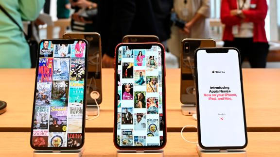 Apple has received a patent for foldable smartphones, which have been popular with other companies.
