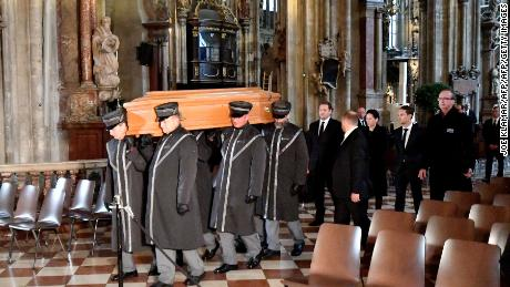 Lauda's coffin arrives at St. Stephen's Cathedral in Vienna.