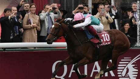 Enable and Frankie Dettori surge to the line to win the 2018 Prix de l'Arc de Triomphe at Longchamp.