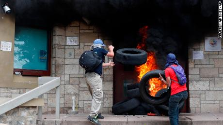 Fire burns US Embassy entrance in Honduras amid privatization protests