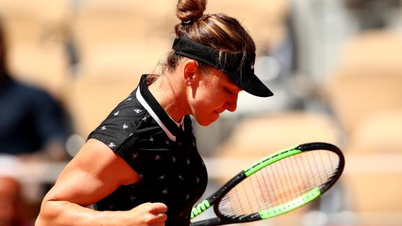 After dropping a set in her first two matches, defending champion Simona Halep needed just an hour to breeze past Lesia Tsurenko.