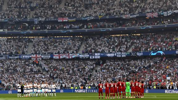 Liverpool and Tottenham Hotspur players and their fans observe a minutes silence in memory of Jose Antonio Reyes prior to the start of the final at Estadio Wanda Metropolitano in Madrid.