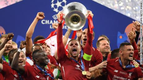 Jordan Henderson of Liverpool lifts the Champions League trophy after winning the UEFA Champions League Final between Tottenham Hotspur and Liverpool at Estadio Wanda Metropolitano on June 01, 2019 in Madrid.