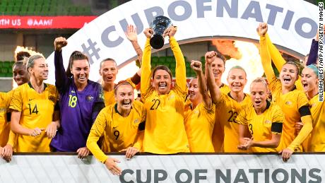 Australia celebrate with the trophy after defeating Argentina in their Women's Cup of Nations football match in Melbourne on March 6, 2019. (Photo by WILLIAM WEST / AFP) / -- IMAGE RESTRICTED TO EDITORIAL USE - STRICTLY NO COMMERCIAL USE --        (Photo credit should read WILLIAM WEST/AFP/Getty Images)