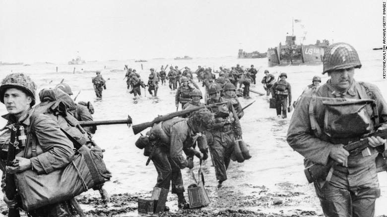 US troops landing on Omaha beach during the Normandy landings