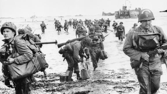 US troops landing on Omaha beach during the Normandy landings