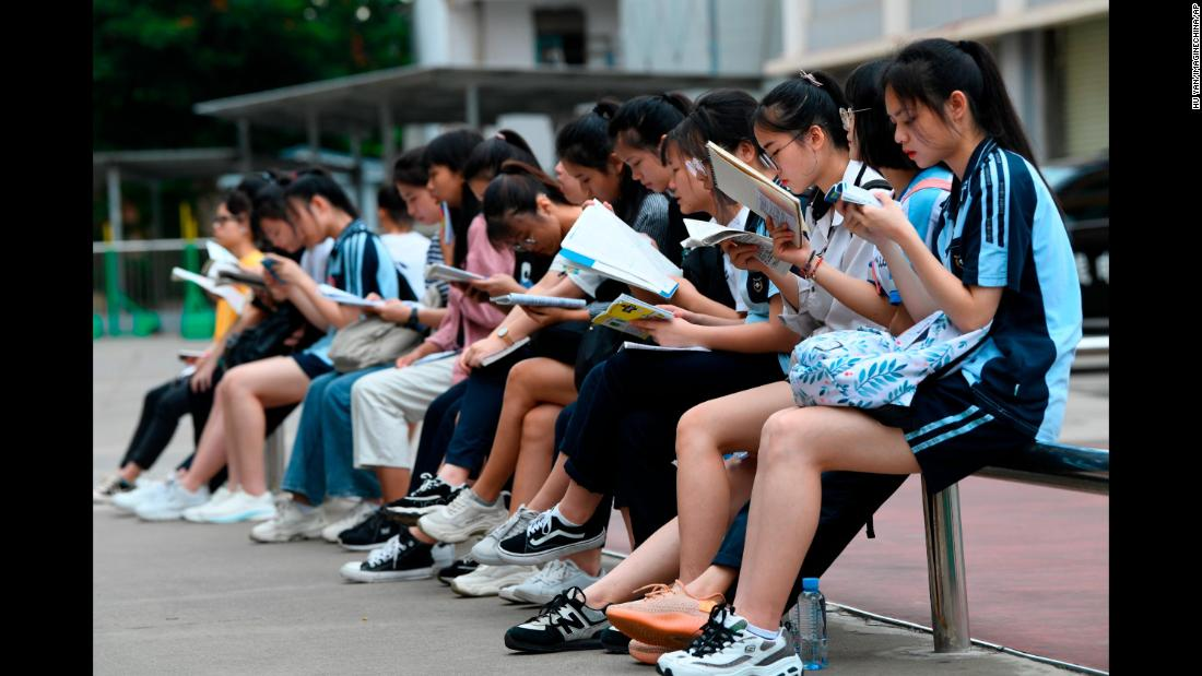Chinese students review their textbooks before sitting the college entrance exam in Nanning city, in southern China, on June 7, 2019.
