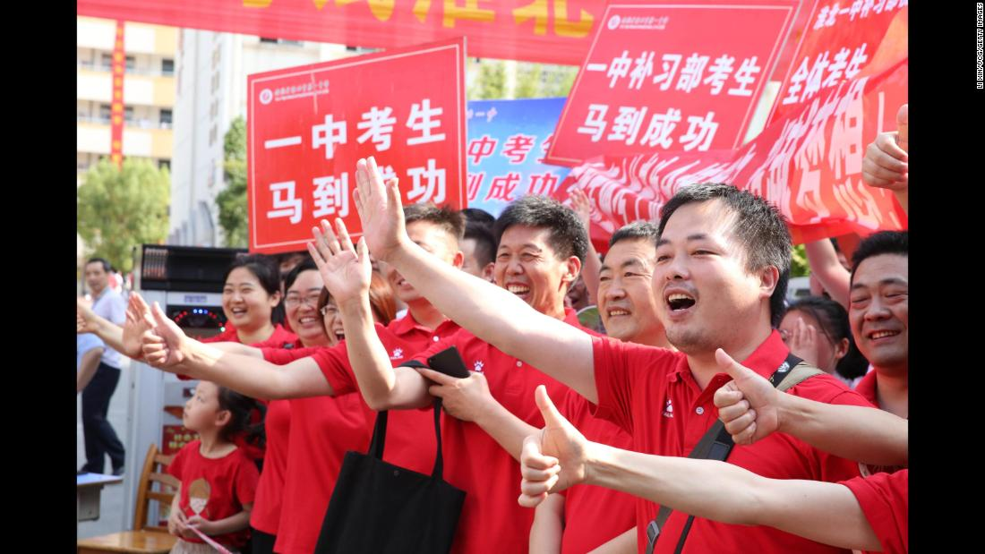 Parents cheer on their children who are sitting their college entrance exam in Huaibei city, Anhui province, on June 7, 2019.